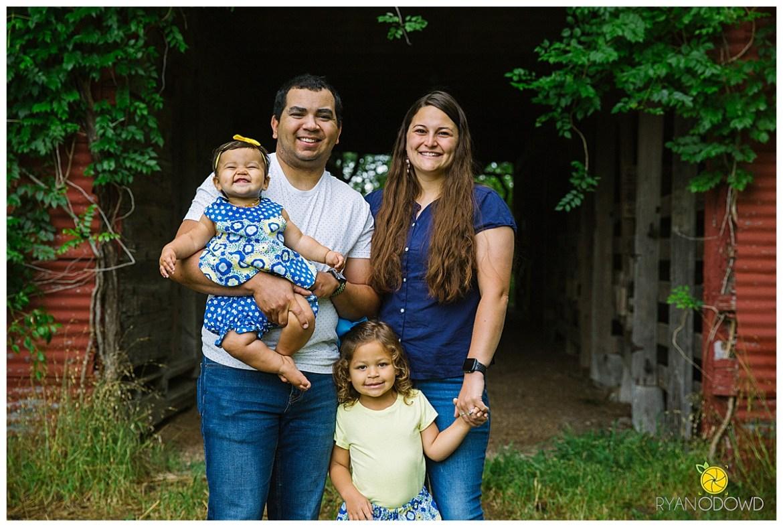 springtime farmhouse barn family shoot_0645.jpg