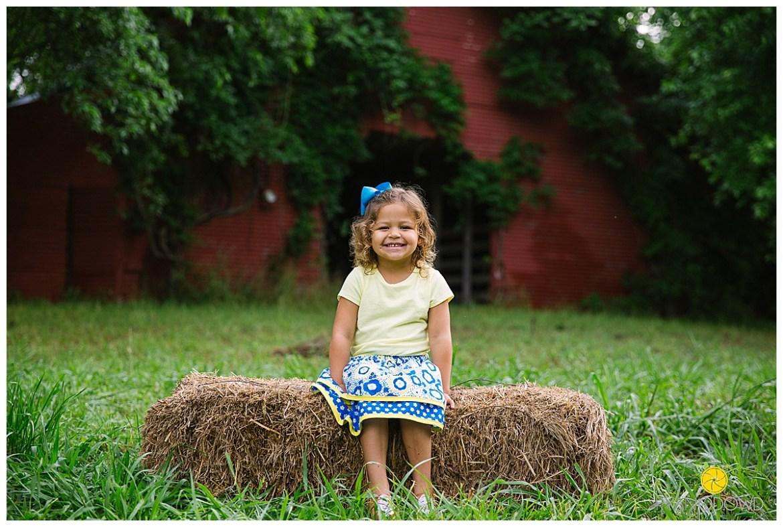 springtime farmhouse barn family shoot_0653.jpg