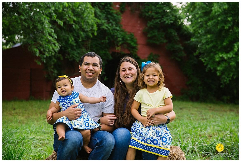 springtime farmhouse barn family shoot_0657.jpg