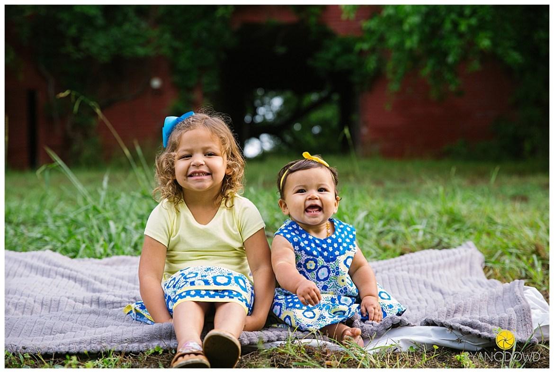springtime farmhouse barn family shoot_0669.jpg