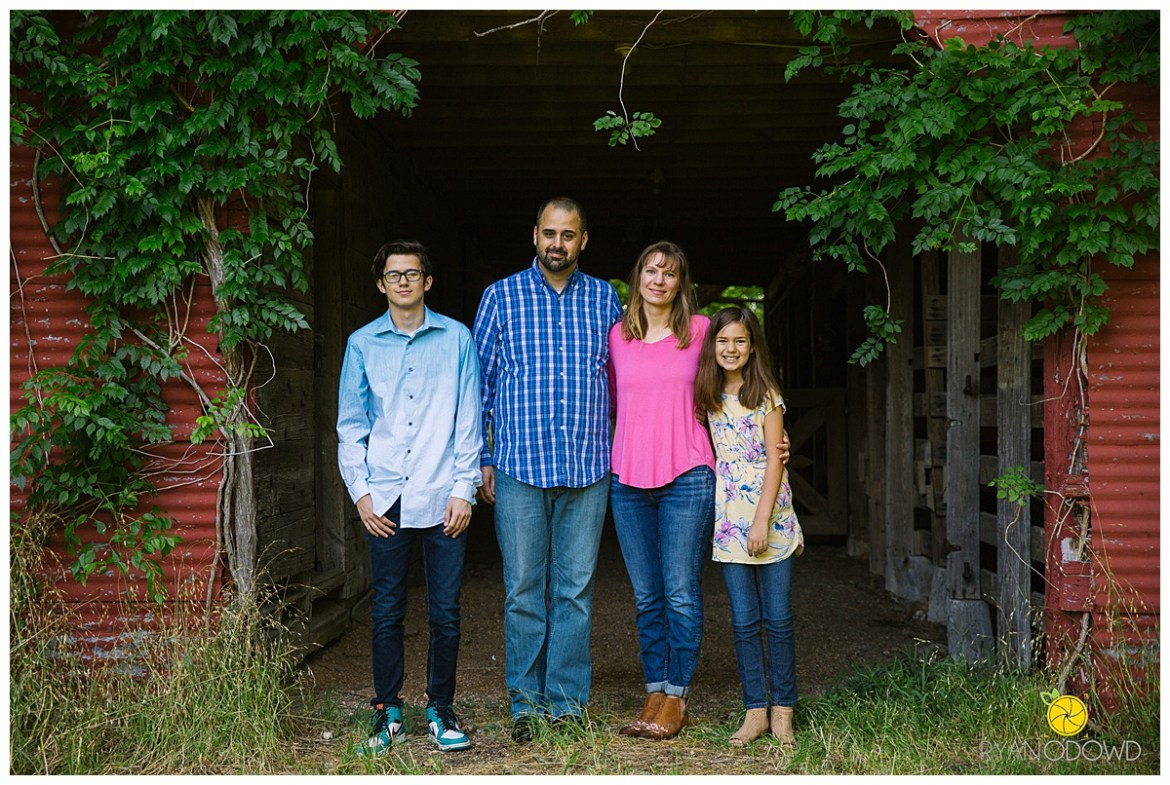 summertime barn family session_0706.jpg