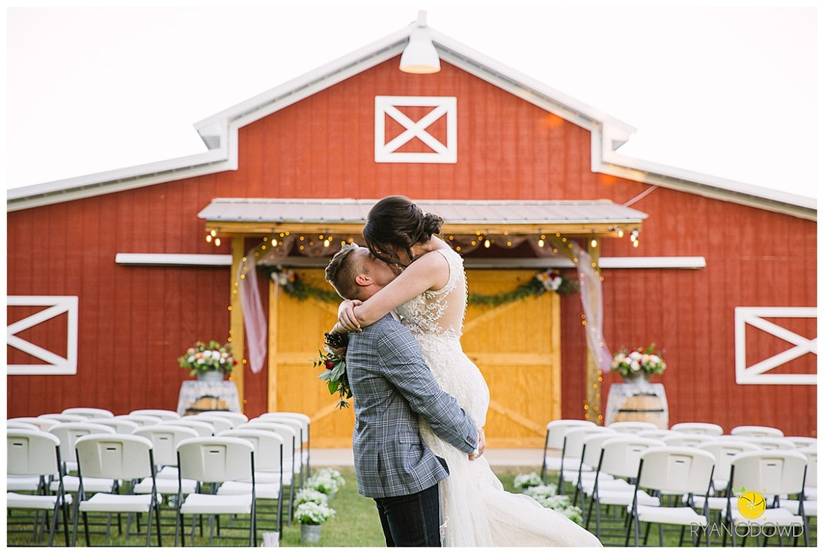 summertime red barn wedding_0758.jpg