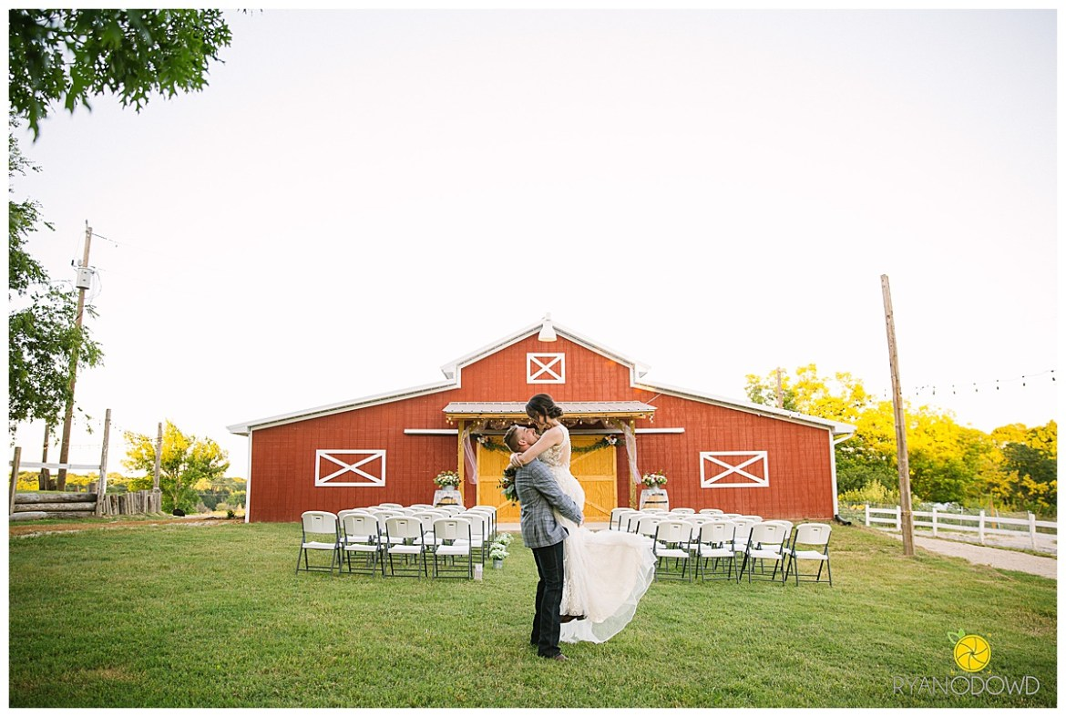 summertime red barn wedding_0759.jpg