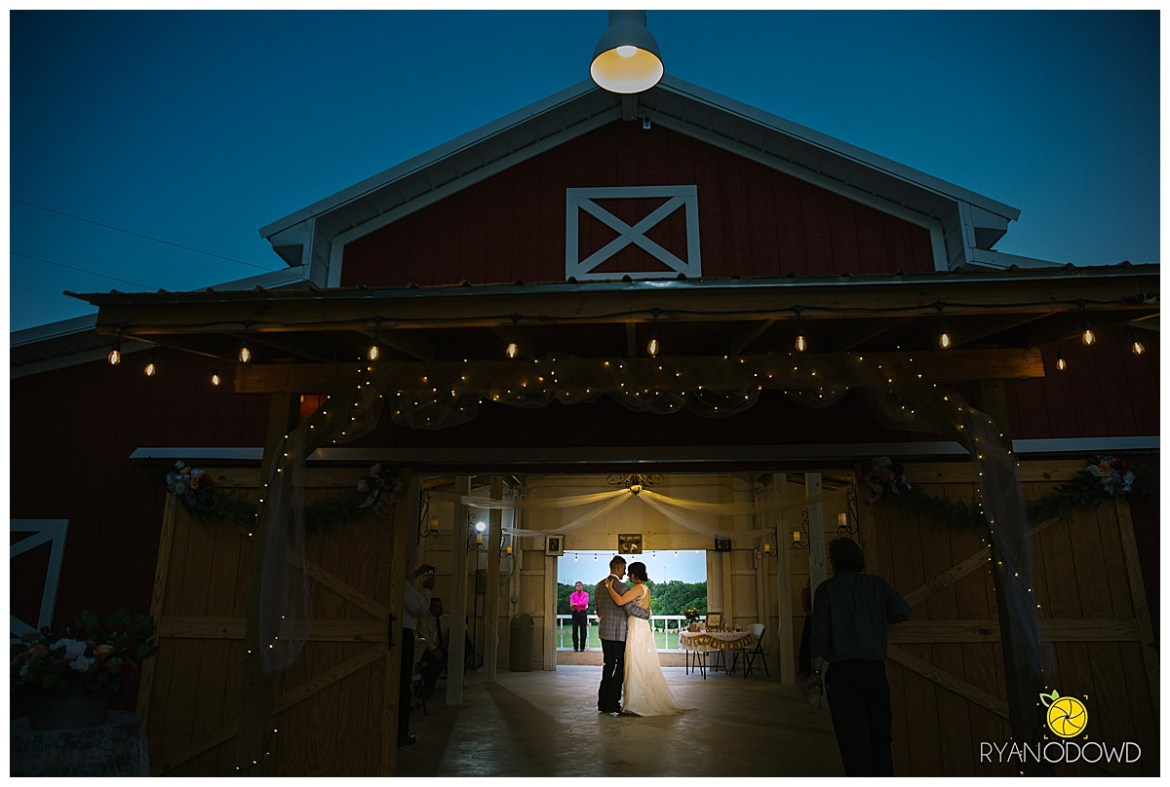 summertime red barn wedding_0766.jpg