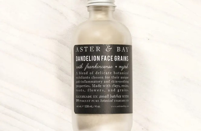 See why this dandelion-based face scrub from Aster + Bay is WAY better than using unnatural microbeads.