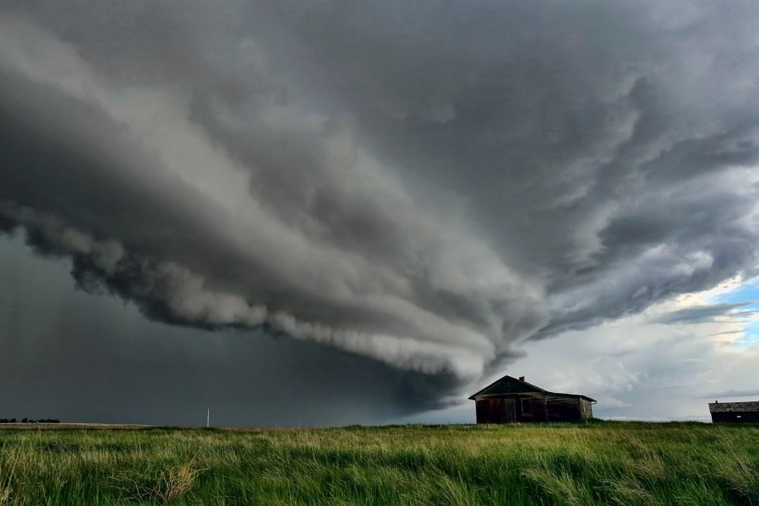 Saskatchewan shelf cloud, Canadian storm chaser