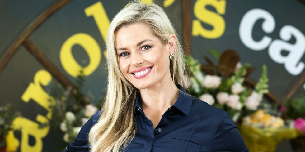 Madeleine West dons the blonde again as she returns to Erinsborough