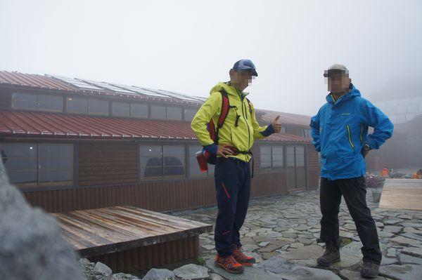 奥穂高岳山頂から穂高岳山荘へ下山