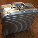 リモワRIMOWAのスーツケーストパーズ機内持ち込みサイズ28lビジネストローリー6