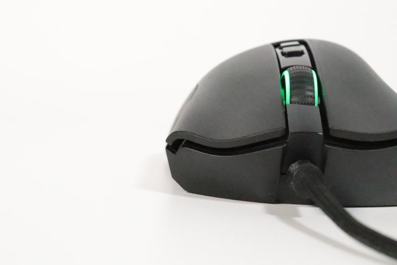 「DeathAdder V2」の右クリックボタンの形状