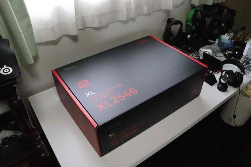 「XL2546」の箱デザイン