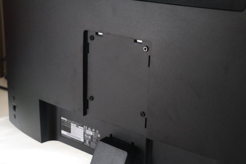 「EX2780Q」の背面カバーを外した画像