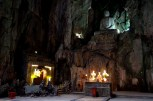 ここも五行山の洞窟の一つだが、あまりにスケールが大きすぎて、まるで映画のセットみたい。