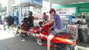 チェンマイで借りたレンタルバイクとガソリンスタンド