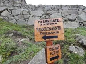 マチュピチュ山への案内板