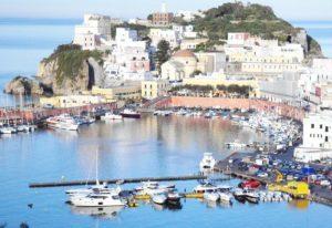 Wyspa Ponza - panorama portu