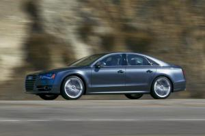 2013 Audi S8 Image Gallery