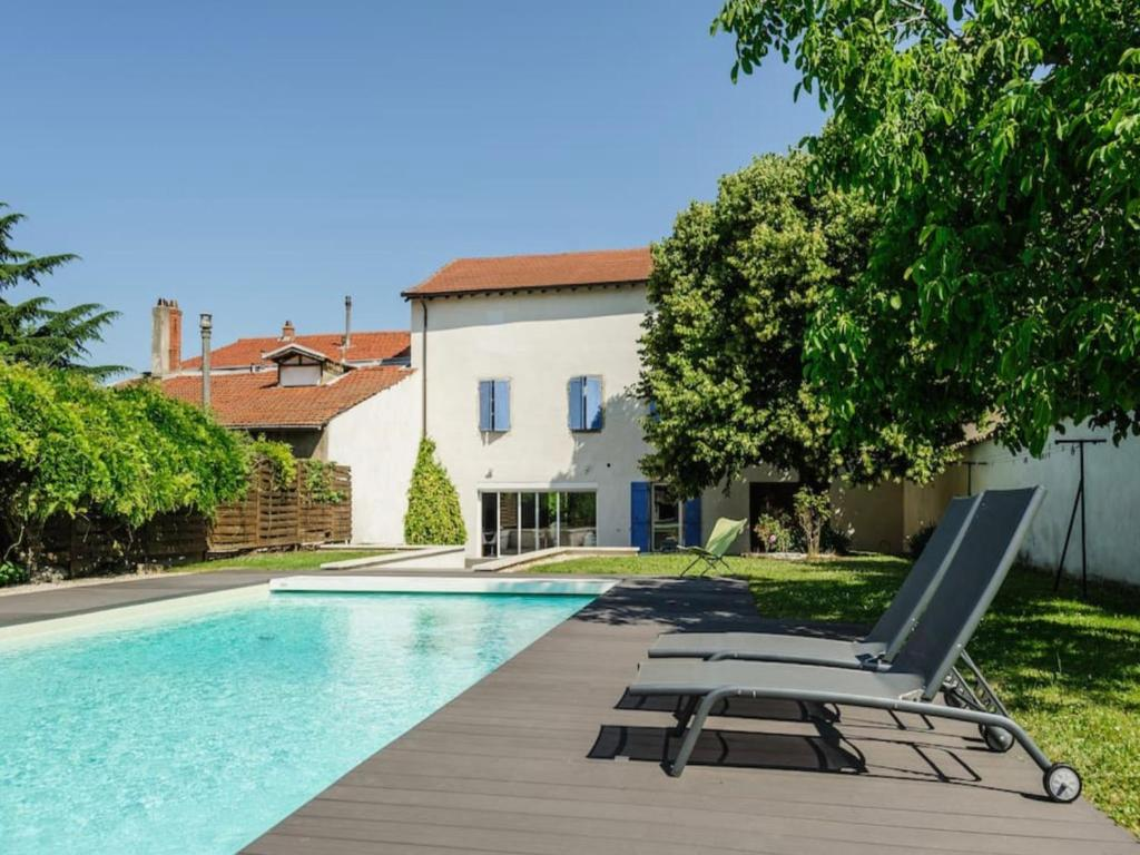 Villa dexception avec piscine  Lyon France Rillieuxla