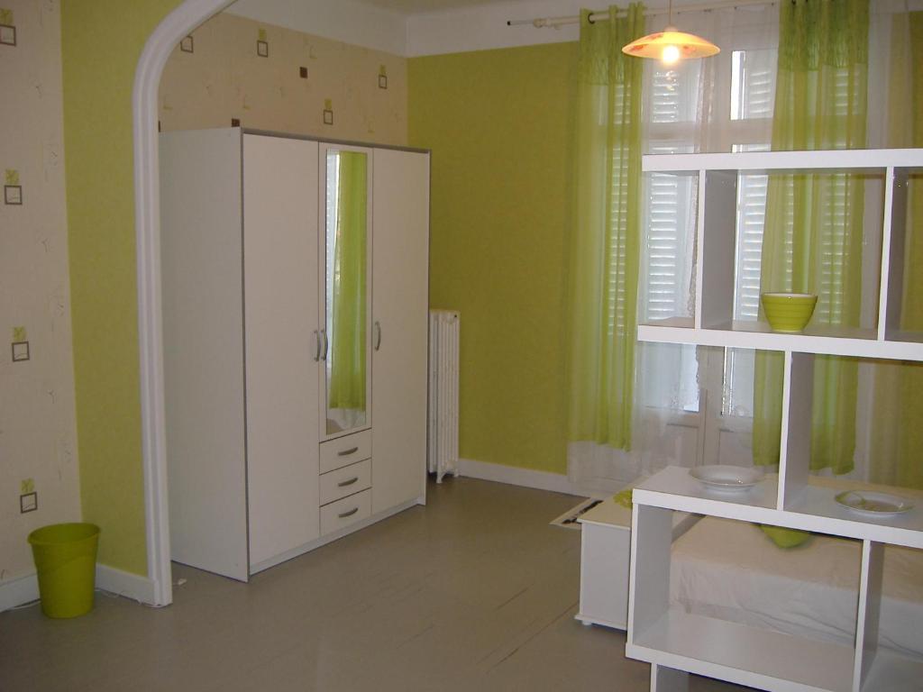 Appartement F1 bis Vichy France Vichy  Bookingcom