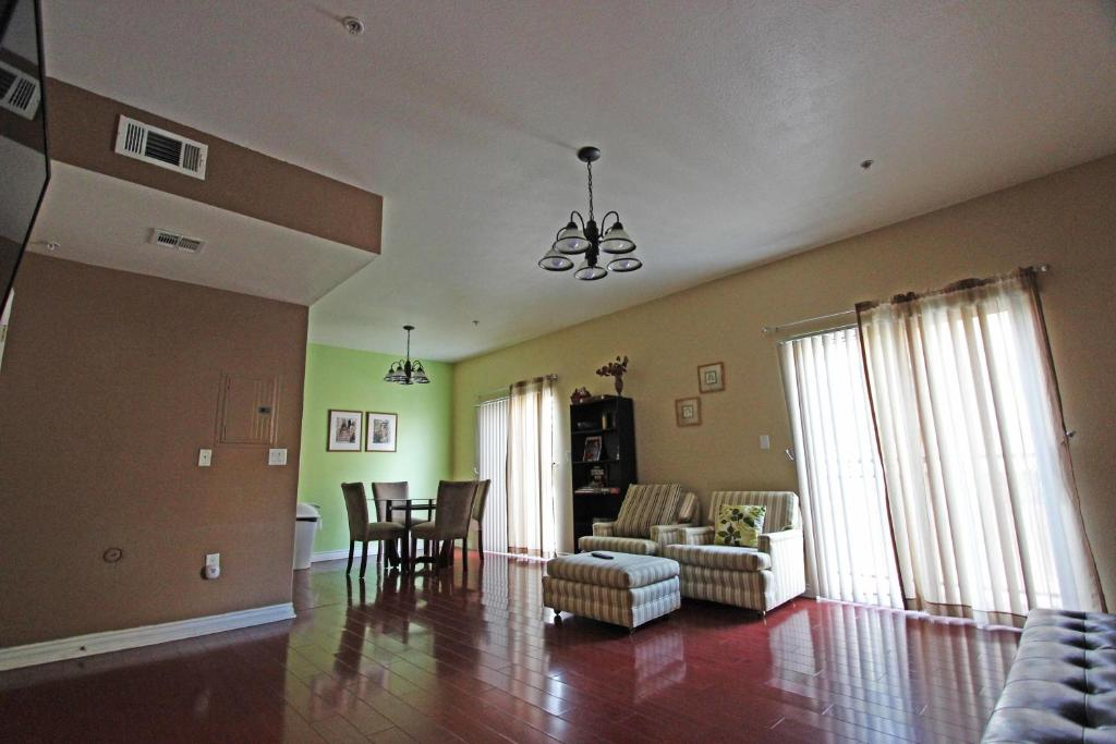apartment economy two bedroom townhomes, van nuys, ca - booking