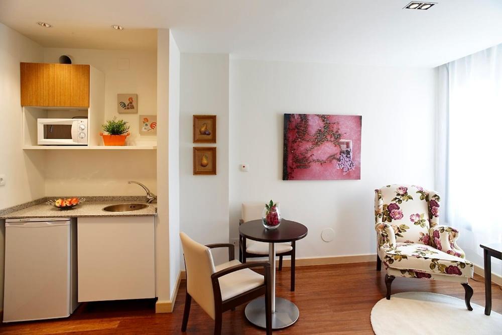 Aparthotel Ovida Espaa Oviedo  Bookingcom