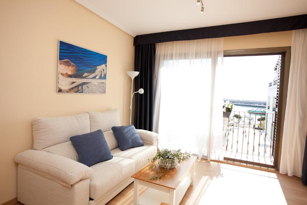 These designer apartments in cambrils are perfect for those who want to enjoy a relaxing holiday with all the comforts of home. Apartamentos Port Cambrils, Cambrils - Precios ...