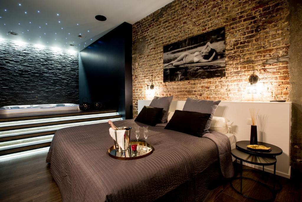 Appartement chambre avec jacuzzi sauna privatif Belgique Bruxelles  Bookingcom
