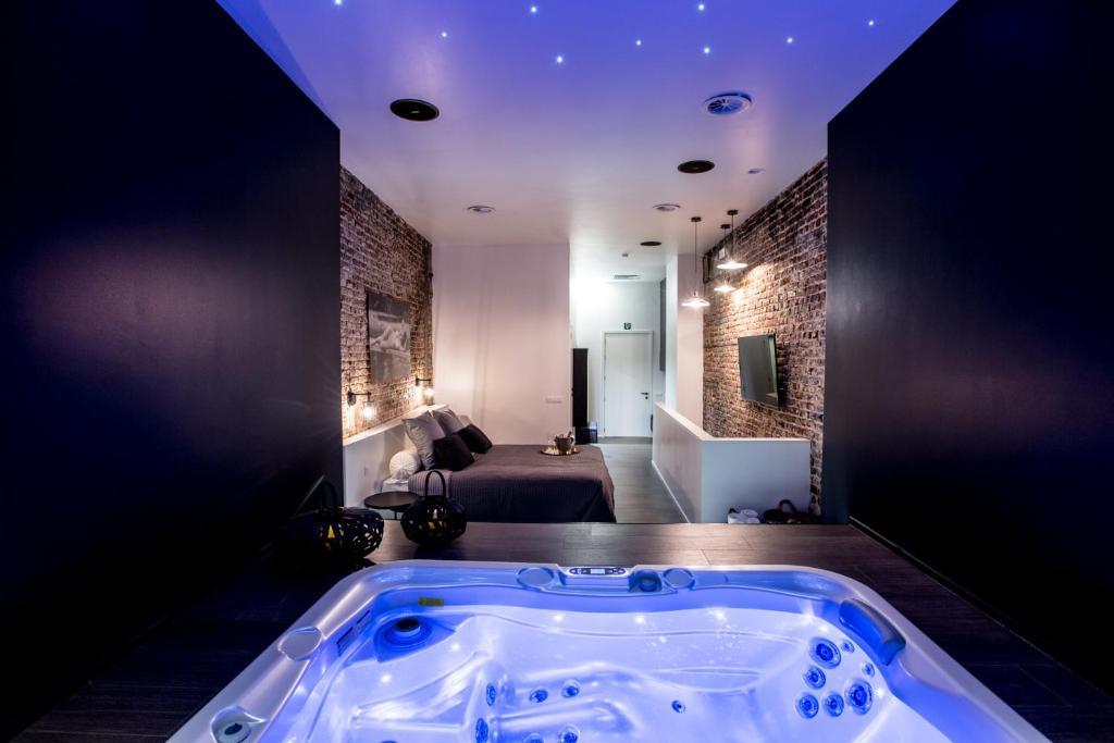Chambre Avec Jacuzzi Sauna Privatif Bruksela Aktualne