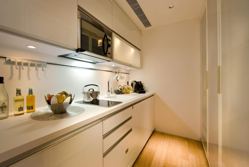 hotel with kitchen hong kong cabinet lazy susan alternatives condo the harbourview place icc megalopolis gallery image of this property