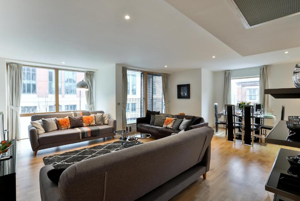 3 Bedroom Apartment London UK  Bookingcom