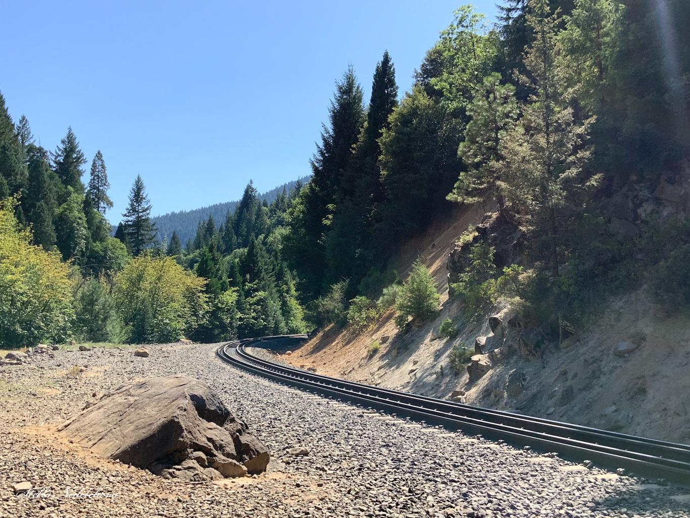 Chemin de fer dans la nature en Californie