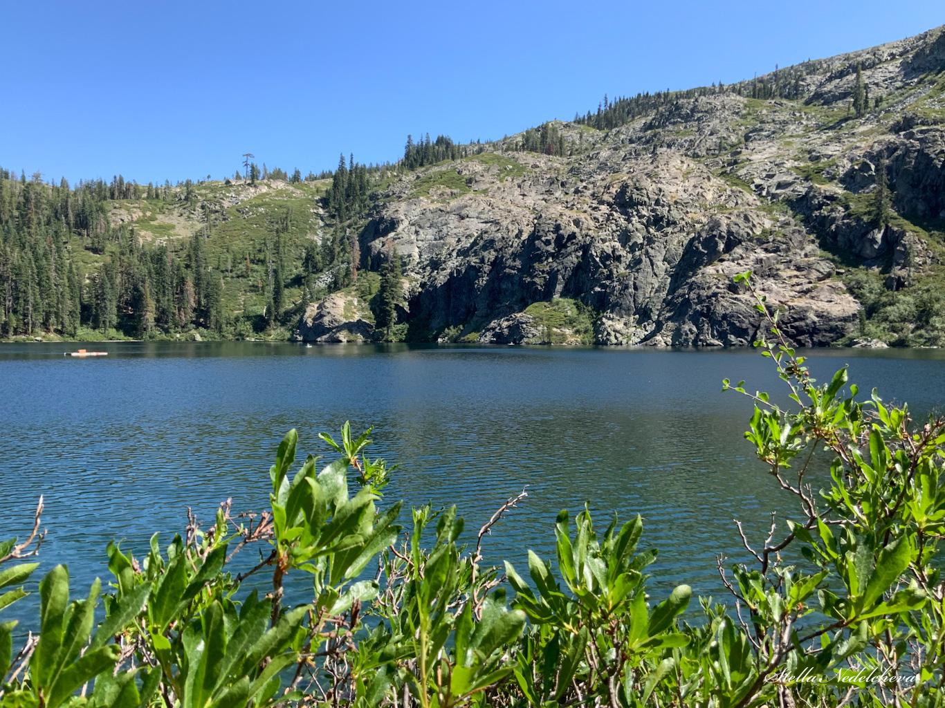 Paysage: lac, montagne