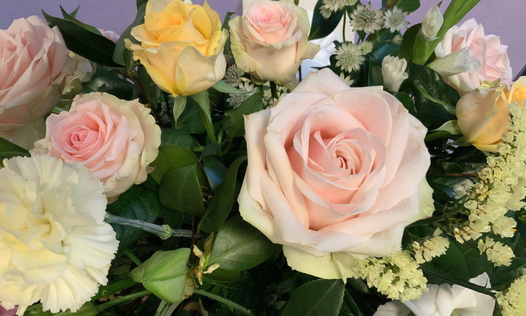Bouquet de fleurs avec des roses