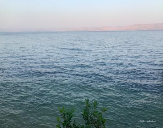Vue sur le lac de Tibériade au coucher du soleil