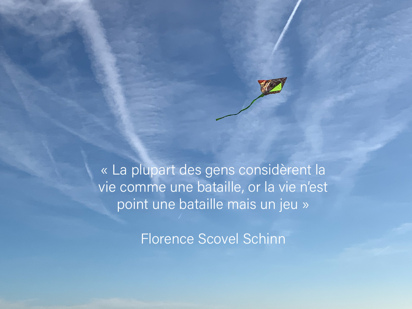 Cerf-volant dans le ciel et citation sur la vie