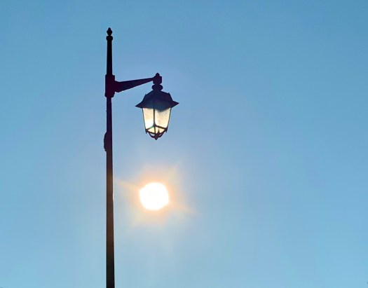 Soleil et lampadaire