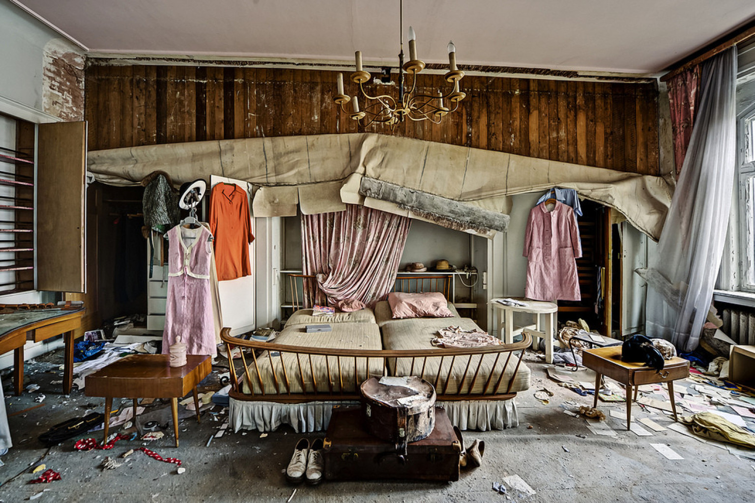 Abandoned Doctors House Photos Reveal The Past Lives Of A Mansion PHOTOS  HuffPost