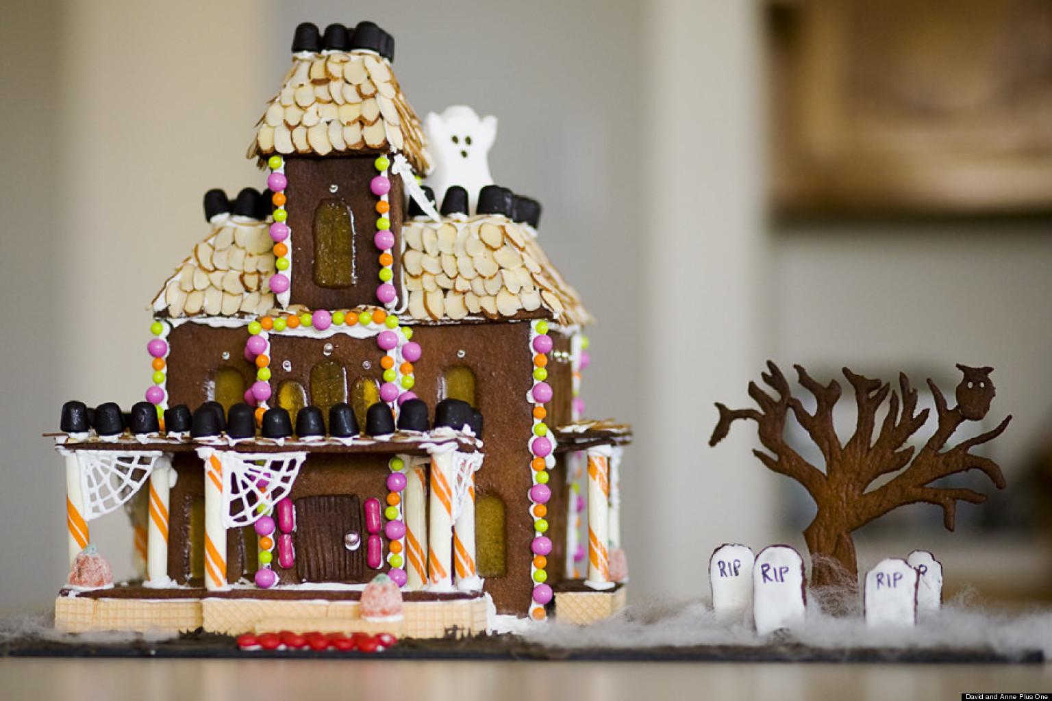 Haunted Gingerbread Houses Eerie Halloween Creations PHOTOS