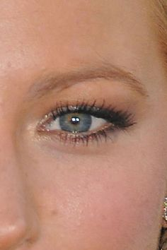 Hooded Eyes: How to Change the Shape of Your Eyes with Makeup
