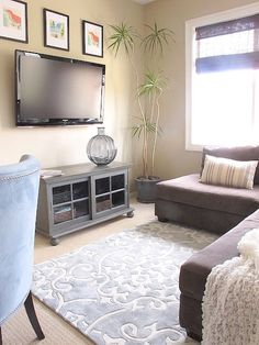 Love The Rug Small Living Room Layoutliving Layoutssmall Roomsliving Ideastv