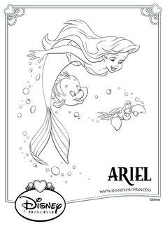 Ariel toute joyeuse de danser avec son amoureux, le prince