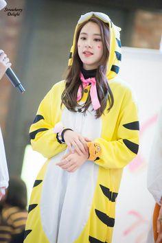Dahyun Twice Beautiful Girl Wallpaper Twice Oh Boy Twice Oh Boy April Twice Cheer Up Album