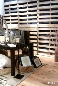 hanging wood pallet - well, you could use this as a wall ...
