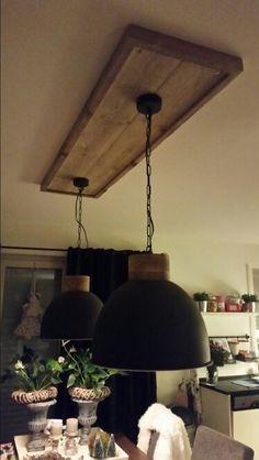 Omdat ik geen kabelgootjes aan het plafond in de keuken