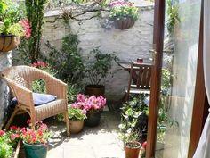 Small Courtyard Landscaping Small Courtyard Garden Caro Garden
