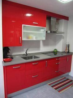 cocina en color rojo en esquina  Cocinas puerto