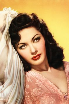 Yvonne De Carlo on Pinterest | 113 Images on yvonne de carlo, lily mu…
