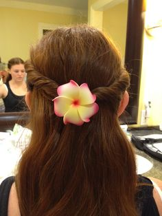 Cute Hairstyle For A Wedding Pull Some Hair Back Into A Slightly