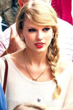 26 Taylor Swift Hairstyles Celebrity Taylor's Hairstyles