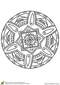 Coloriage d'un superbe mandala en cercle en forme de fleur
